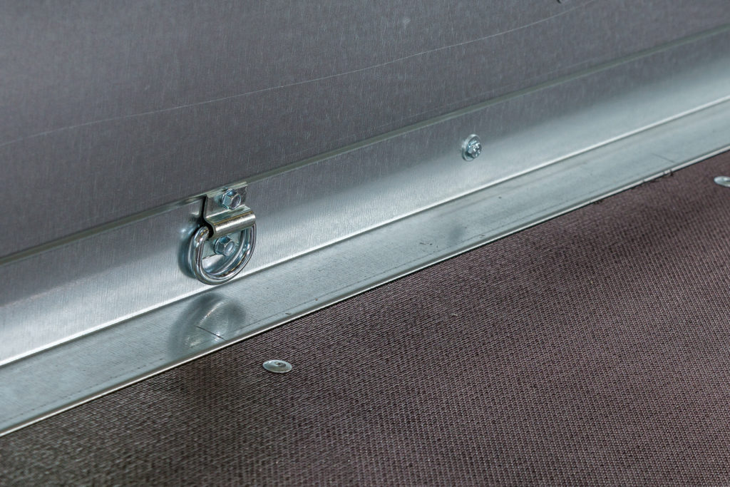 FE-obromsad utrustad med rostfri lyckthållare för positionsljus